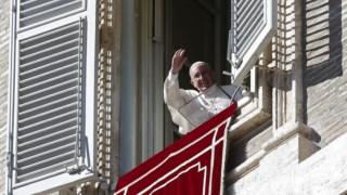 """Francisco pediu aos fiéis para """"continuarem em frente com confiança e esperança"""""""