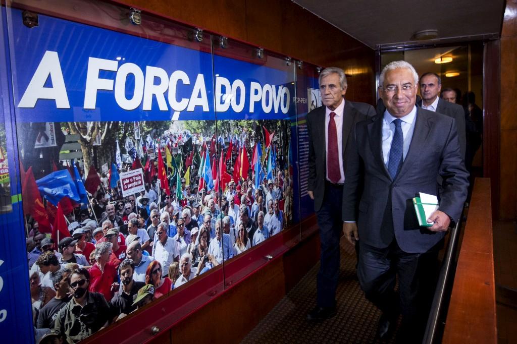 António Costa à saída da reunião na sede do PCP...