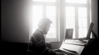 Tiago Sousa edita <i>Um Piano nas Barricadas</i> dez anos depois da estreia com <i>Crepúsculo</i>