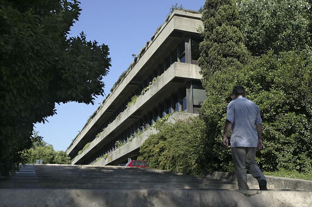 Uma arquitectura para reinventar o universalismo