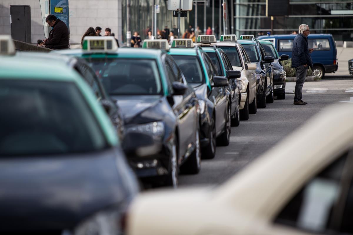 Resultado de imagem para políticos e taxistas