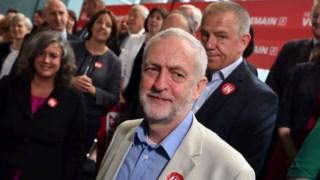 Jeremy Corbyn durante a acção de campanha desta terça-feira, em Londres