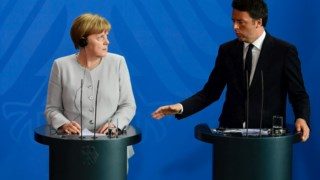 Angela Merkel e Matteo Renzi em desacordo sobre a banca