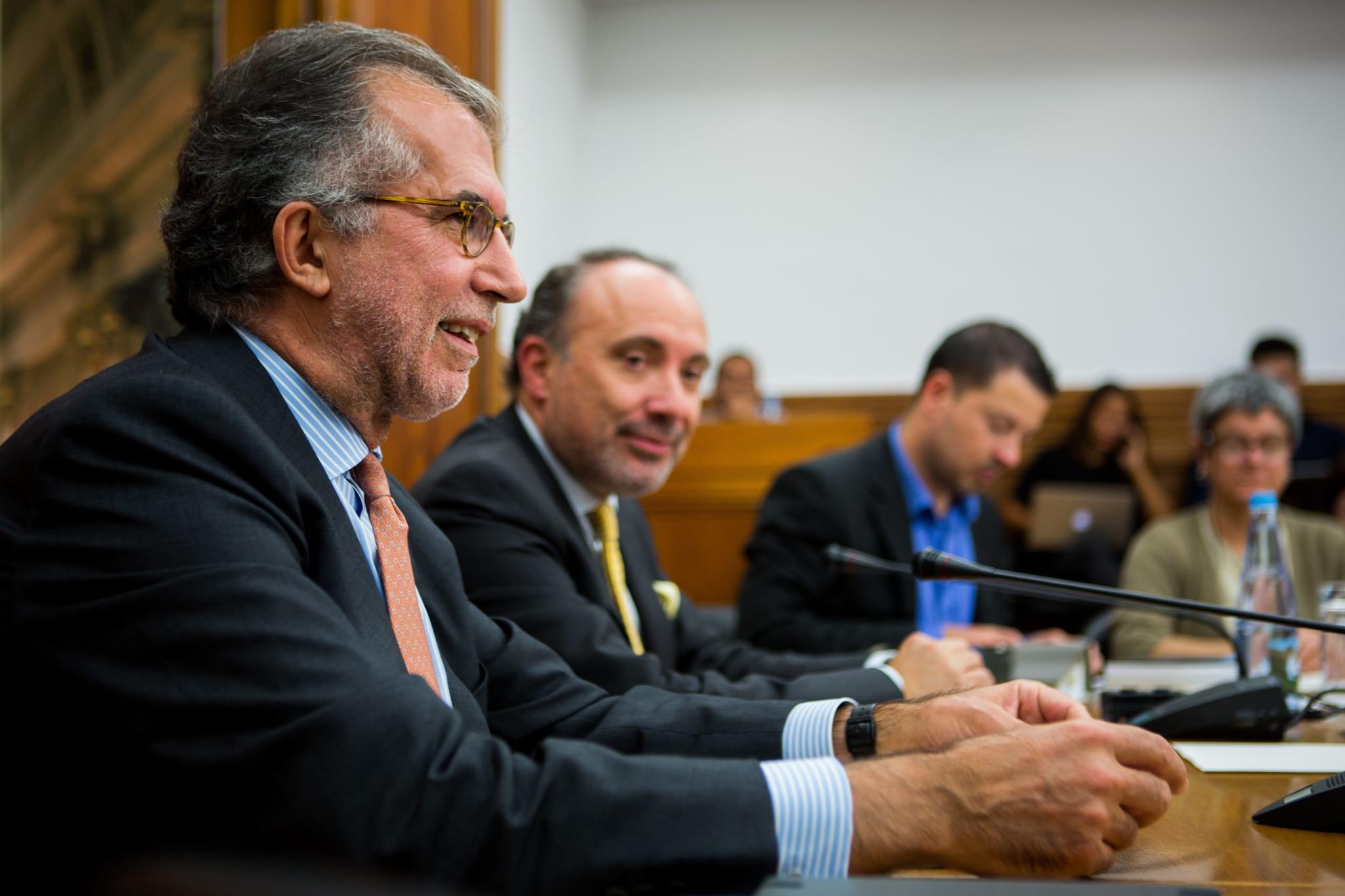 PÚBLICO - Deputados querem obrigar Governo e BdP a dar documentos sobre a Caixa