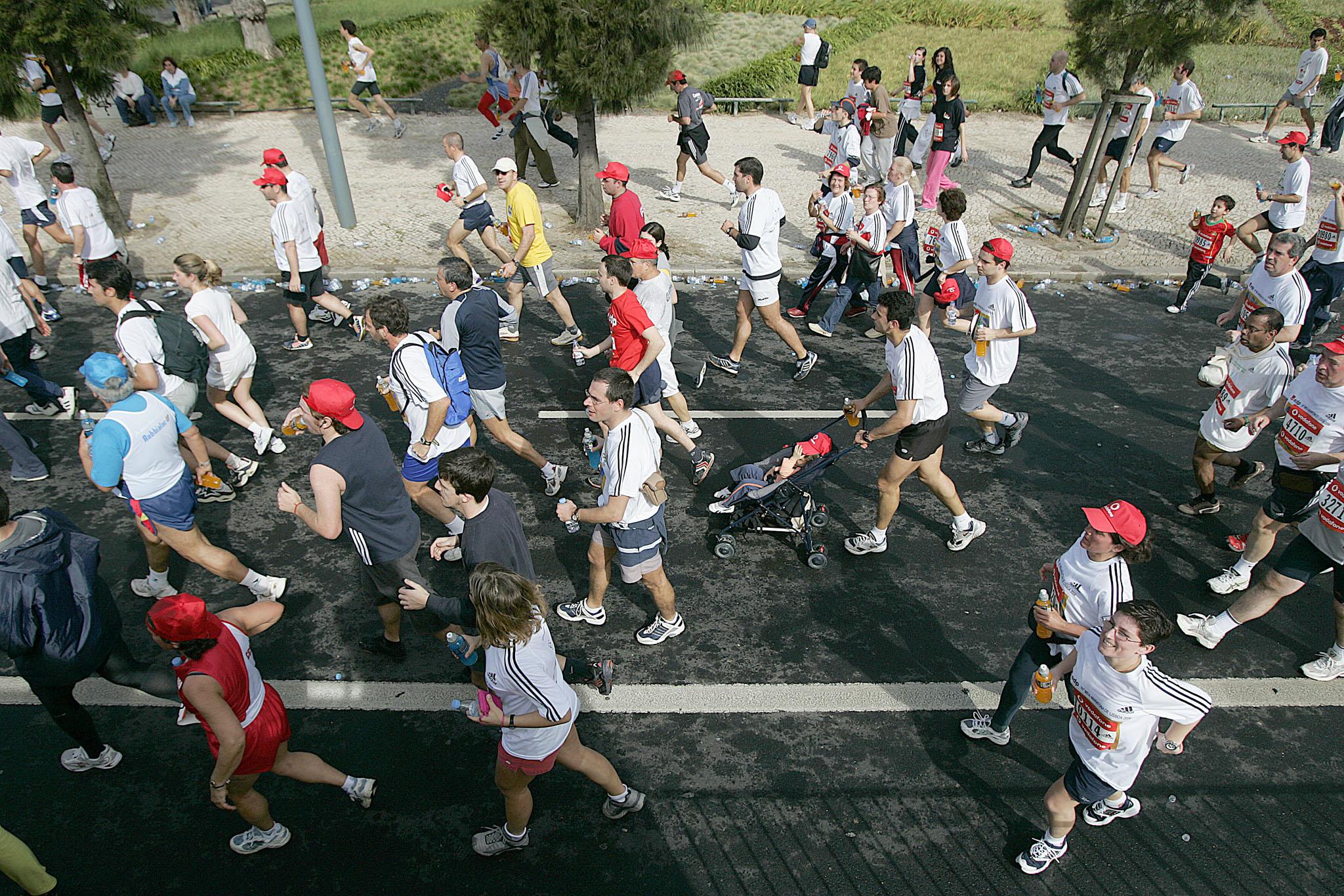 PÚBLICO - Provas desportivas interrompem várias ruas de Lisboa no domingo