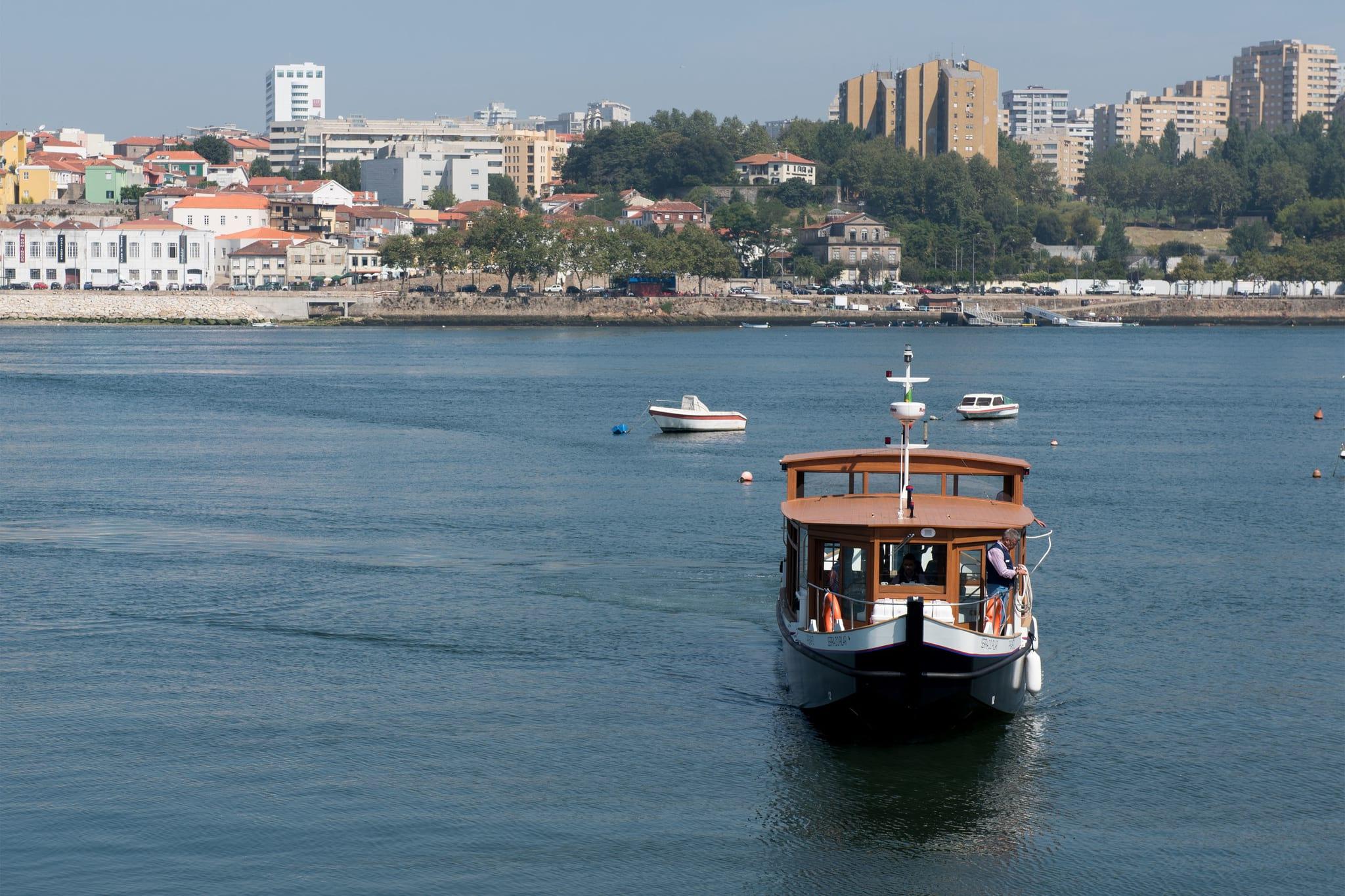 PÚBLICO - Rabelas começaram a circular no Douro