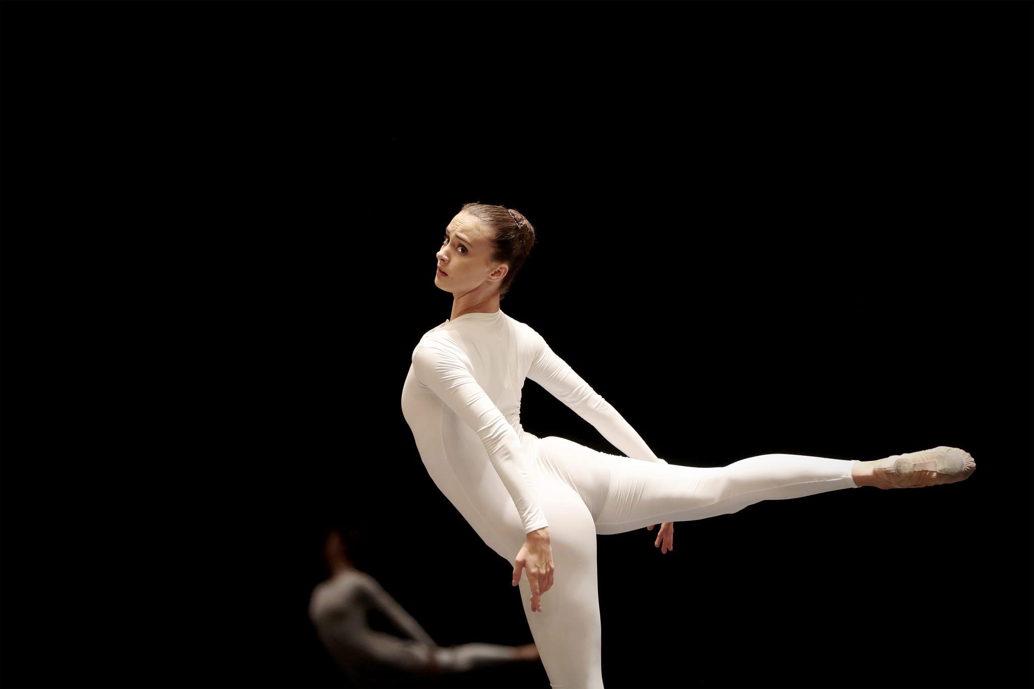 PÚBLICO - Um <i>ballet blanc</i> para o século XXI