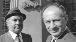 Phil (à esquerda) e Leonard Chess à porta da sede da Chess Records, em Chicago