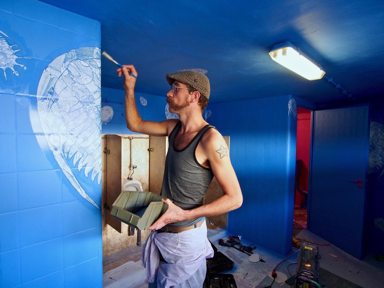 PÚBLICO - A arte urbana chegou às casas-de-banho da Lx Factory