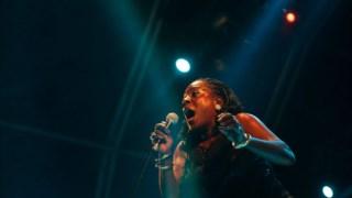 Sharon Jones num concerto em Portugal, em 2010