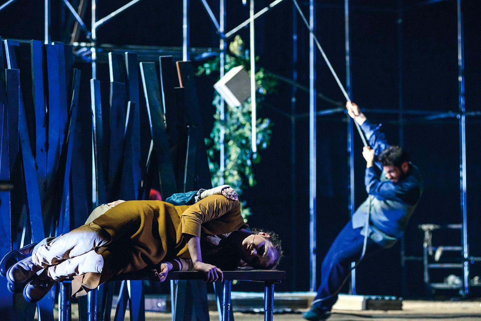 PÚBLICO - O teatro grego dos Blitz não é repórter da crise