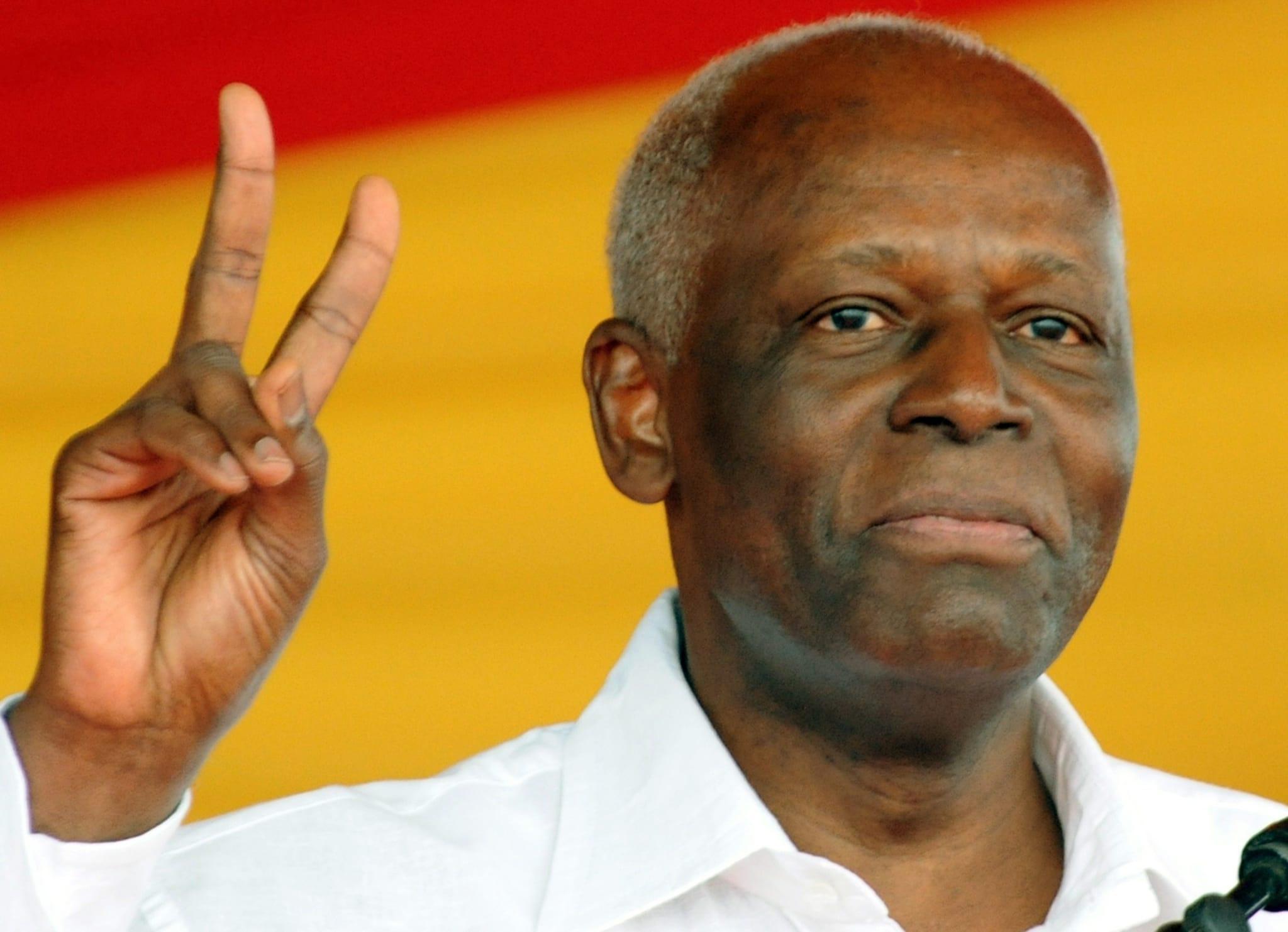 José Eduardo dos Santos, de 74 anos, está há 37 no pdoer em Angola
