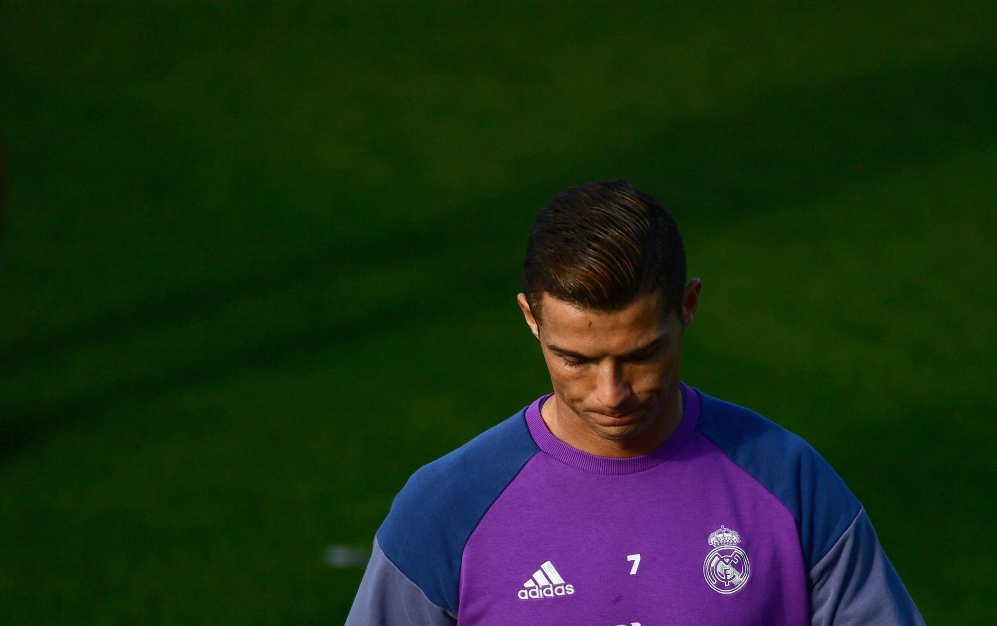 PÚBLICO - Ronaldo e Mourinho entre os suspeitos de fugirem aos impostos no futebol