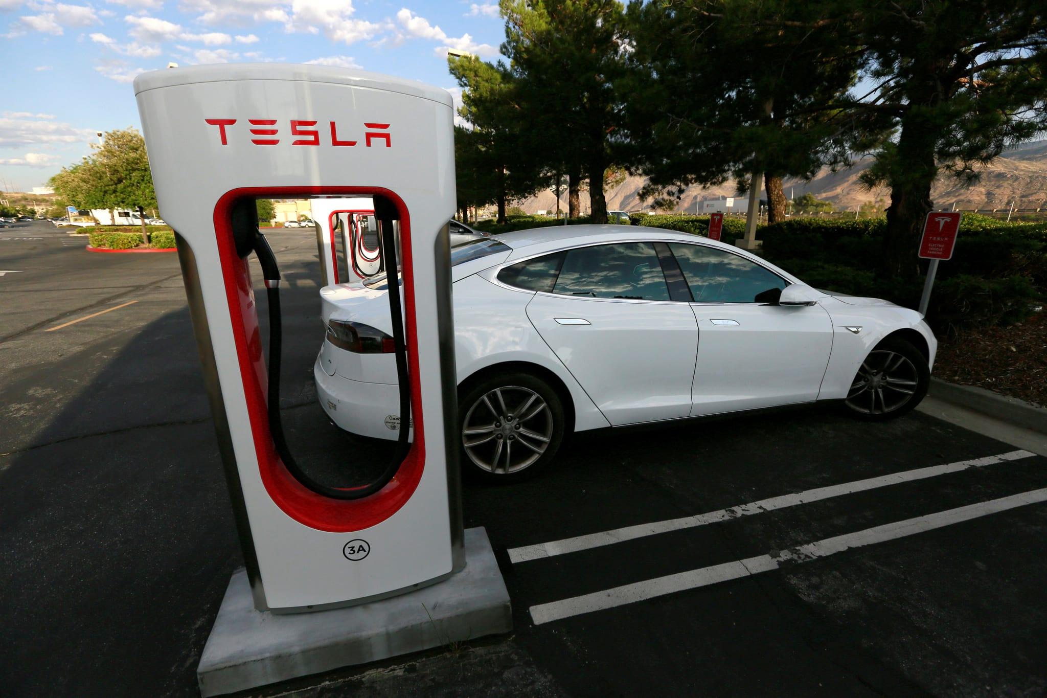 PÚBLICO - Negociações com Tesla envolvem centros de inovação tecnológica