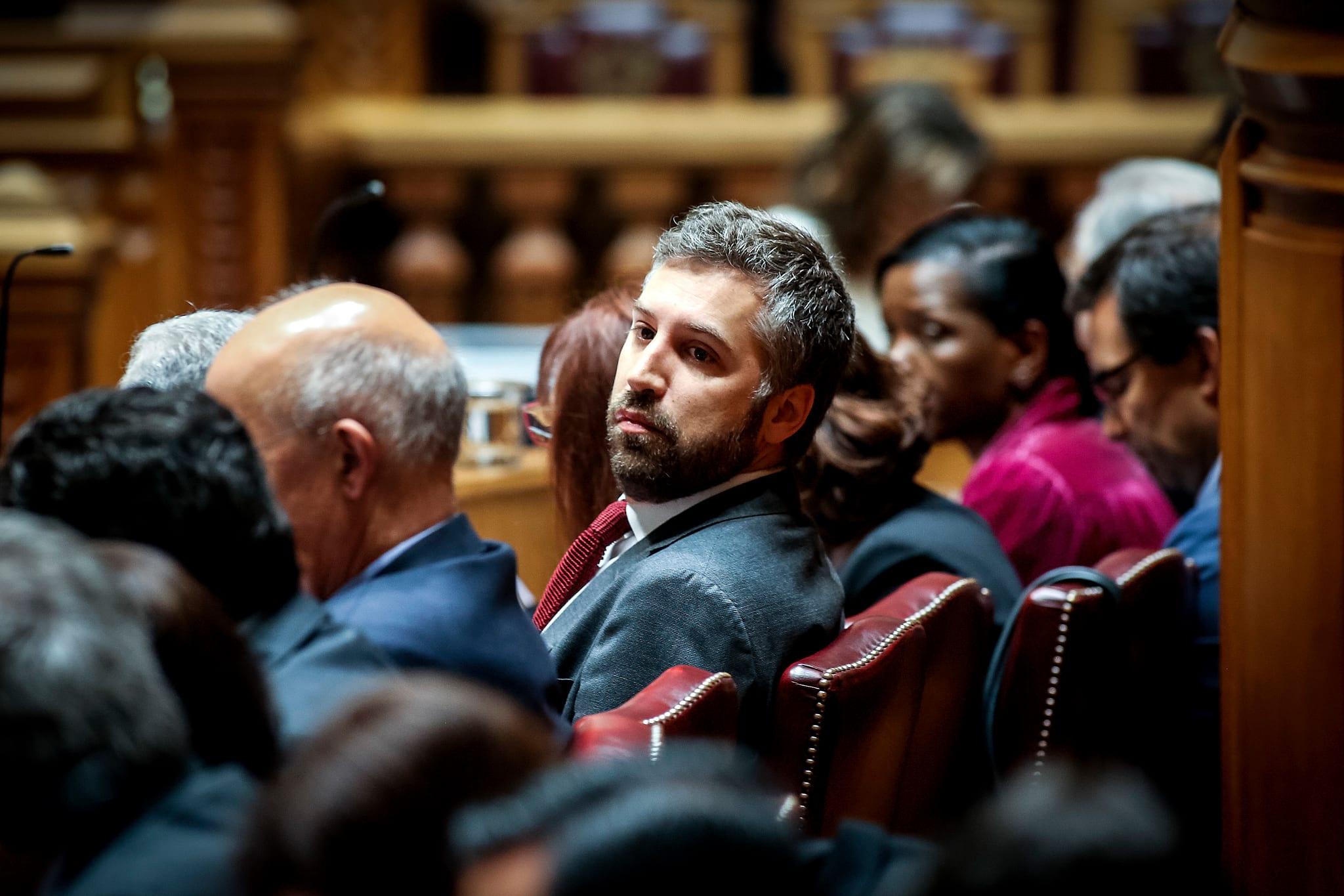 PÚBLICO - Secretário de Estado entra em licença de paternidade