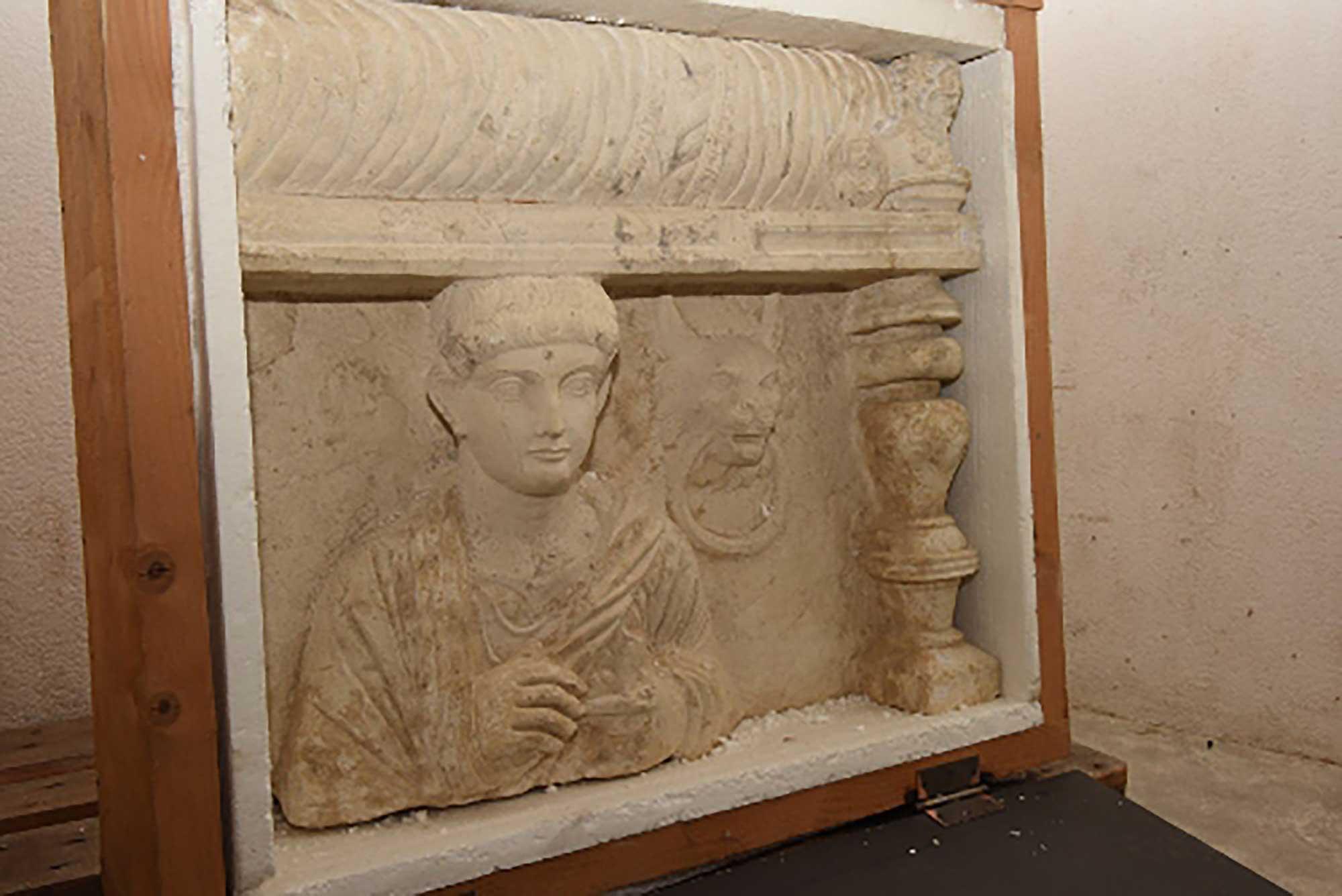 PÚBLICO - Justiça suíça confisca relíquias saqueadas de Palmira