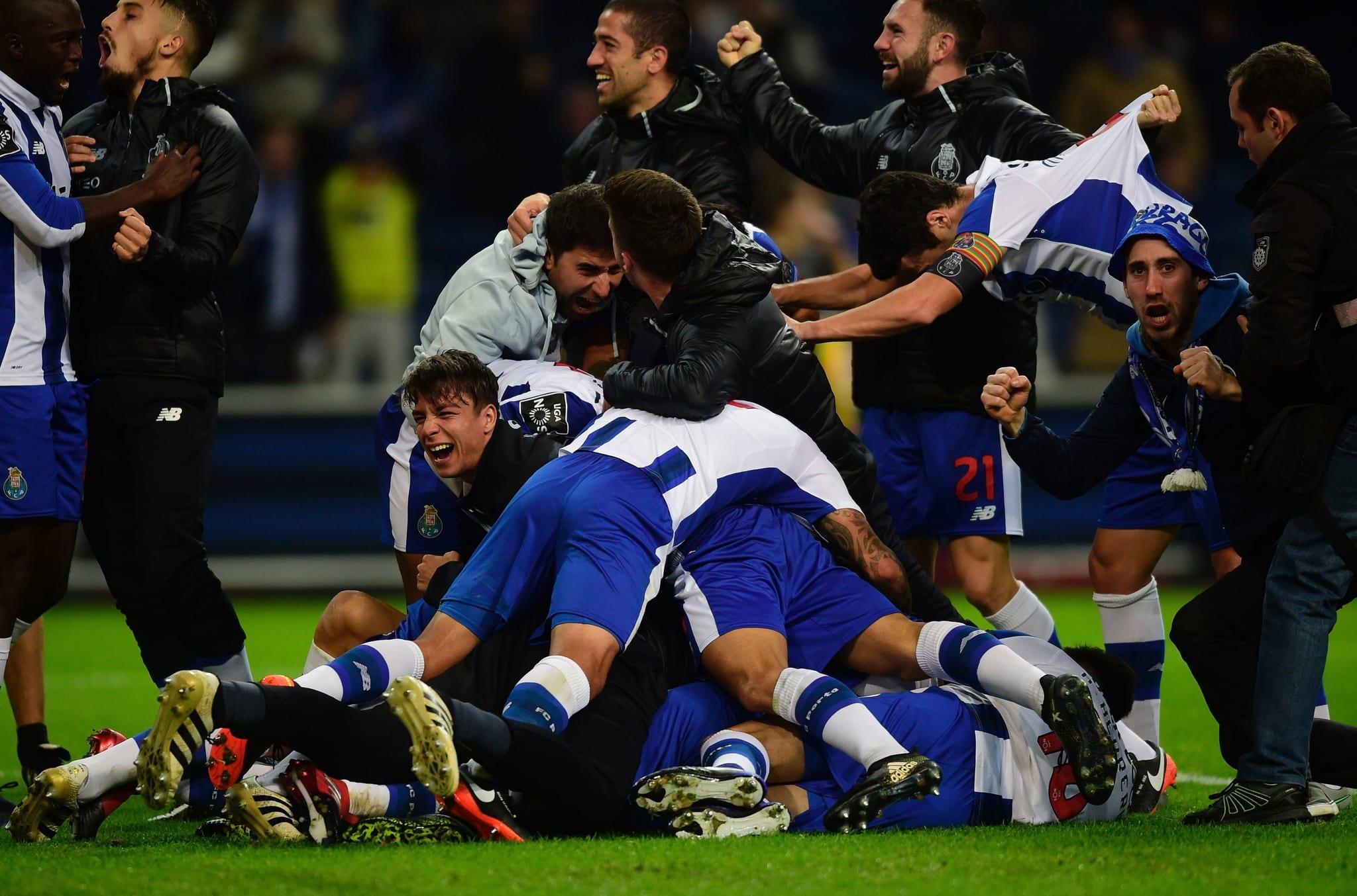 PÚBLICO - FC Porto salva-se no último suspiro