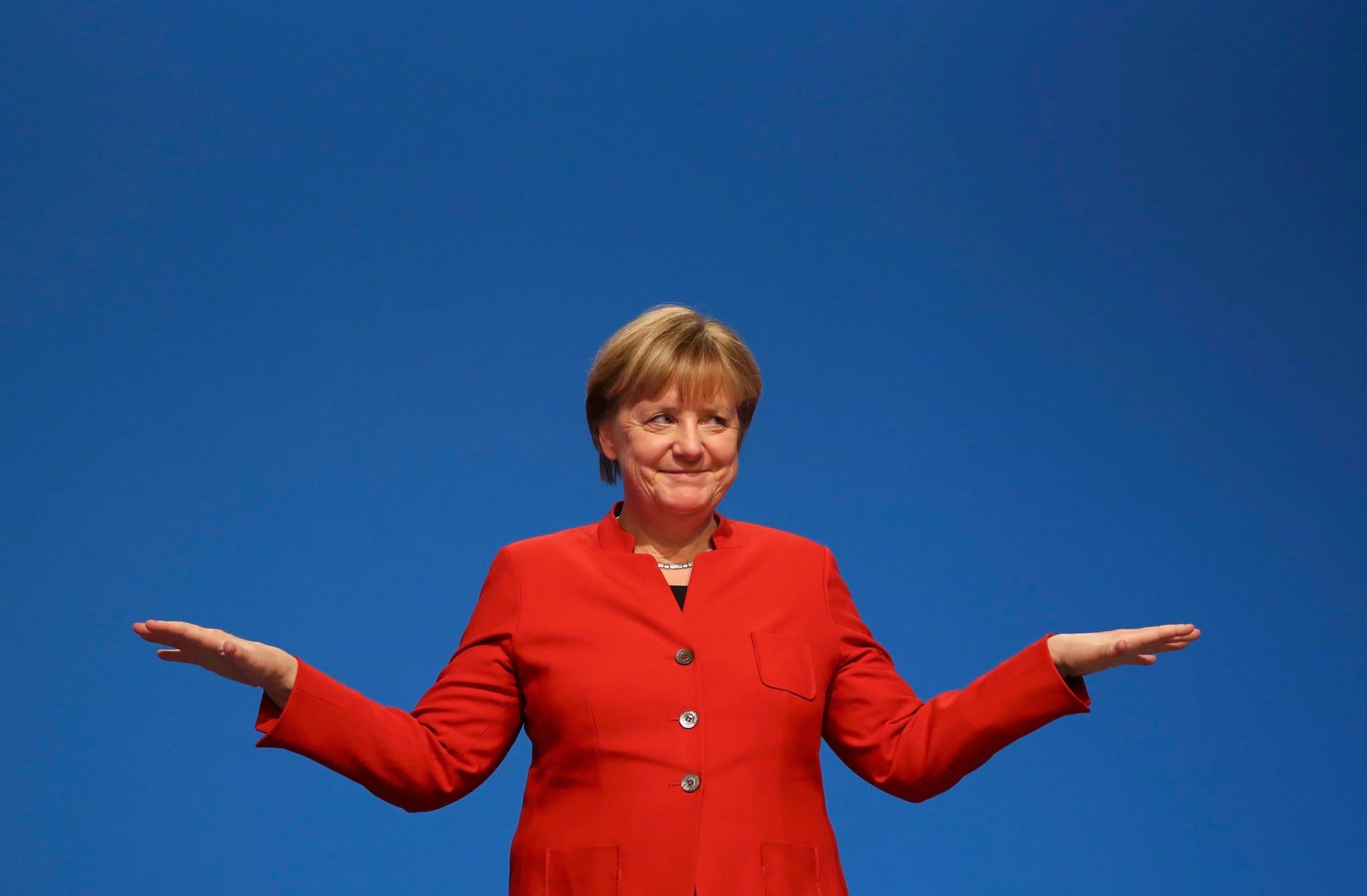 """PÚBLICO - Mais dura sobre imigração, Merkel alerta contra """"respostas simples"""""""