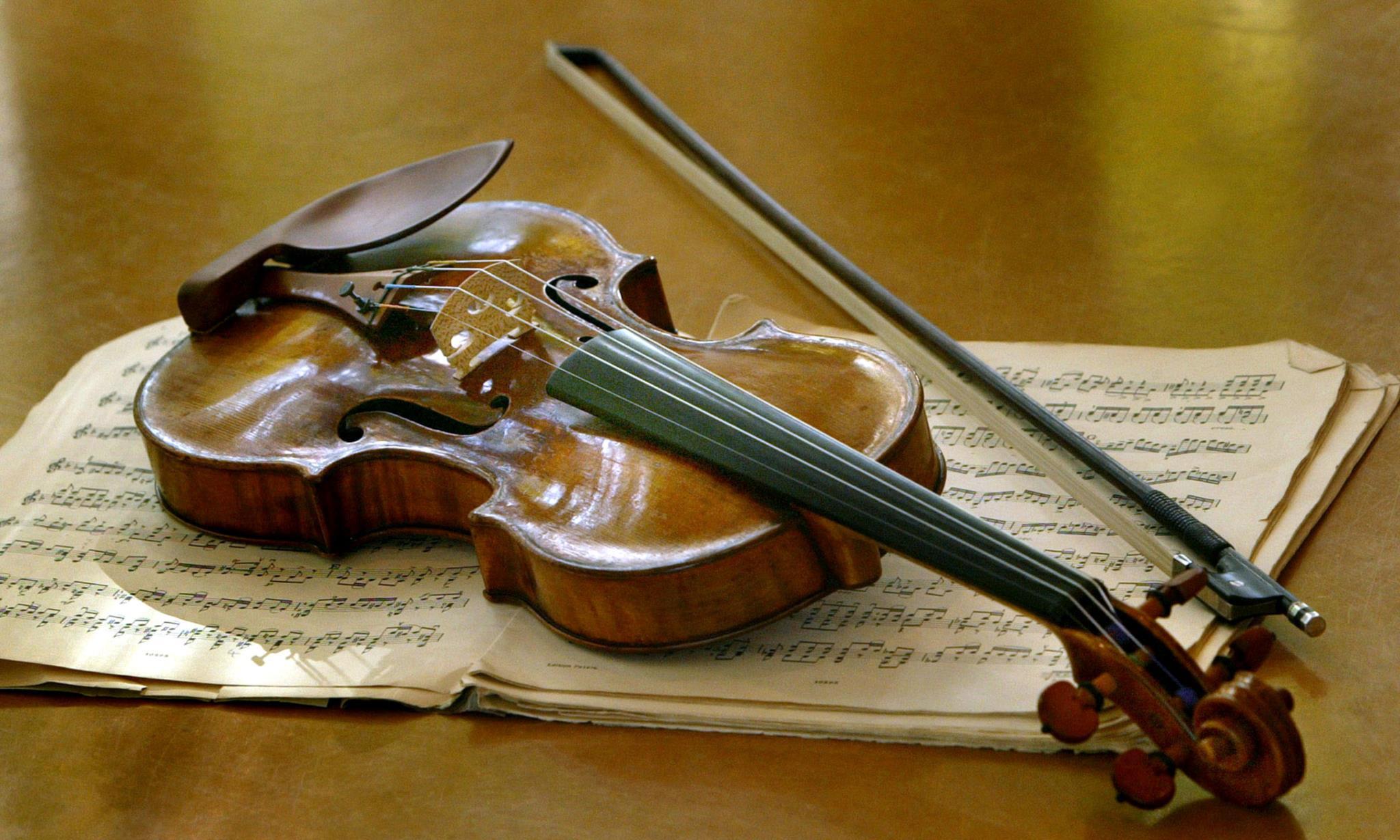 Um dos famosos violinos construídos pelo italiano Antonio Stradivari