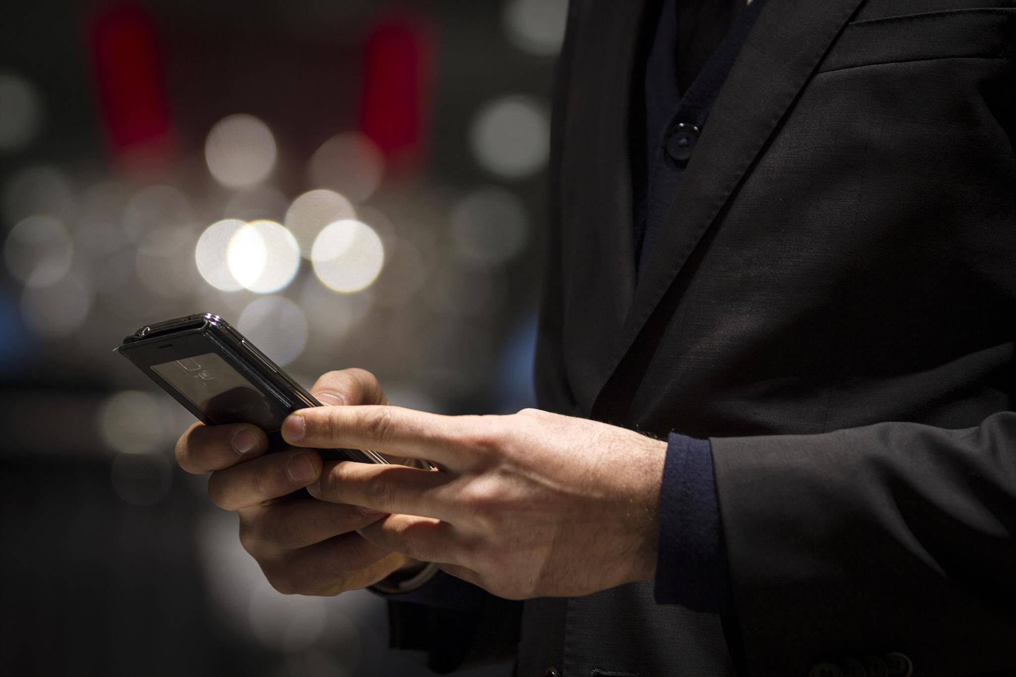 Várias grandes empresas a operar em França já tinham tomado medidas no sentido de definir a fronteira em que os trabalhadores estão dispensados de ver o email