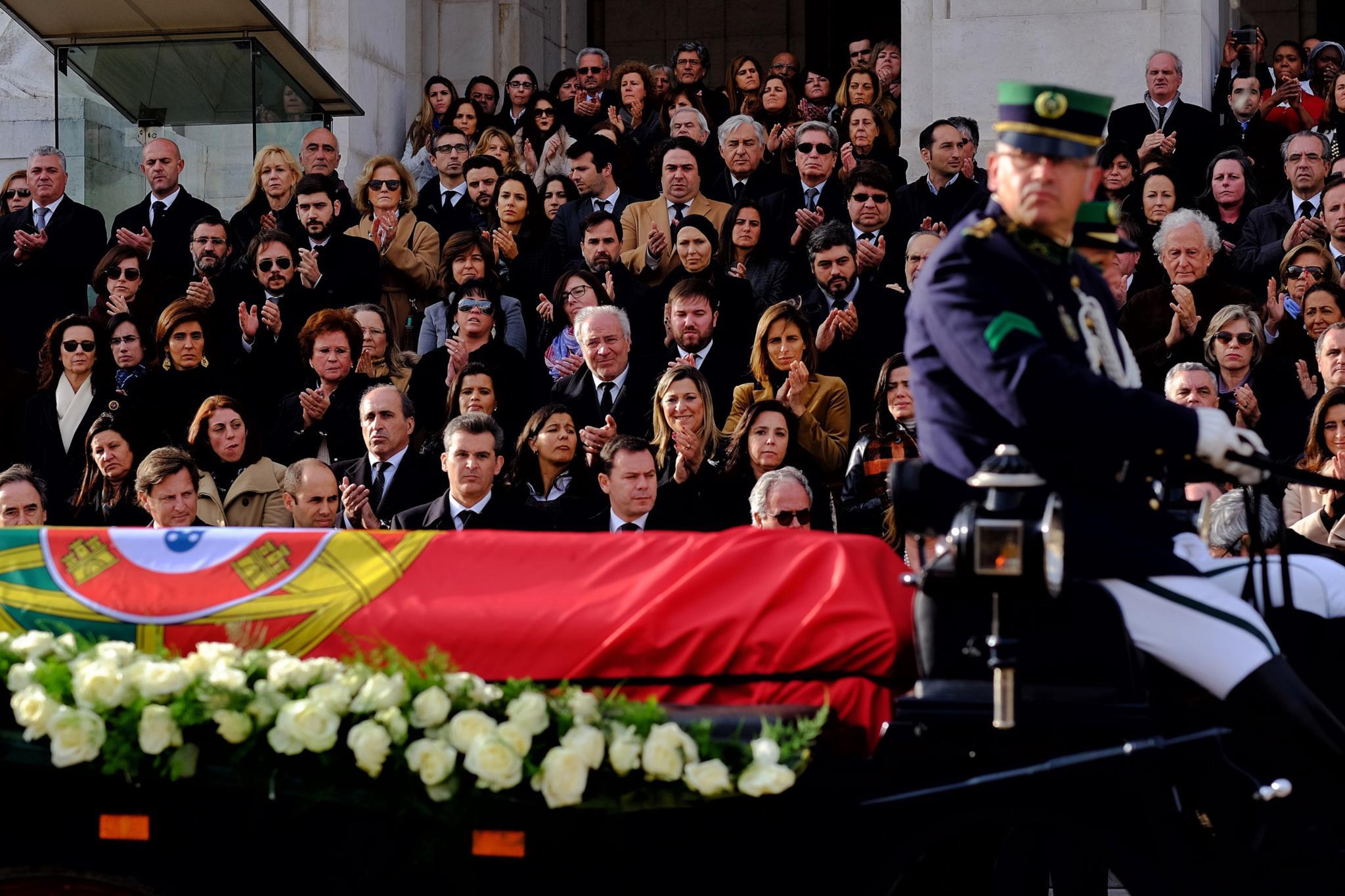 Fotogaleria: A tristeza no adeus a Soares