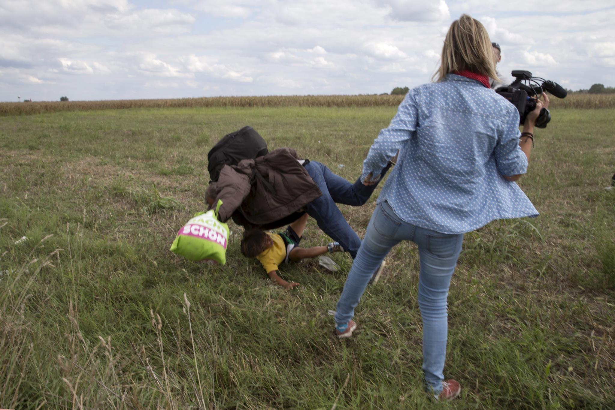 As imagens de Petra László a pontapear migrantes tornou-se viral