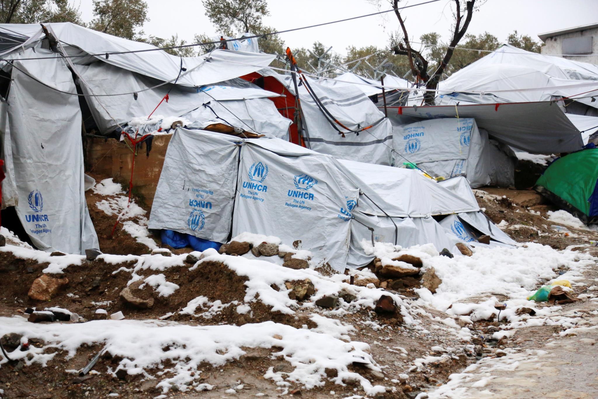 Cerca de mil pessoas encontram-se em tendas e dormitórios não aquecidos