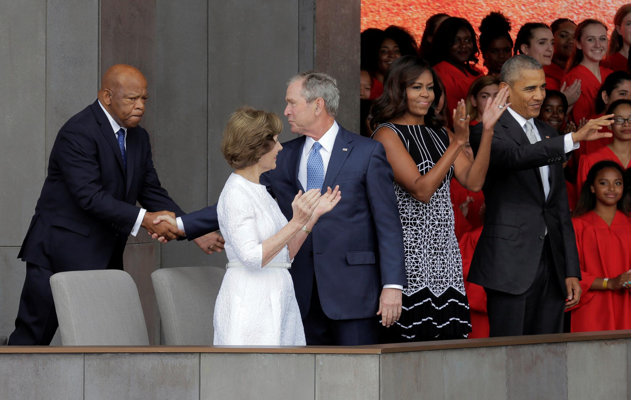 Lewis com Bush e Obama na inauguração do Museu de História Africana