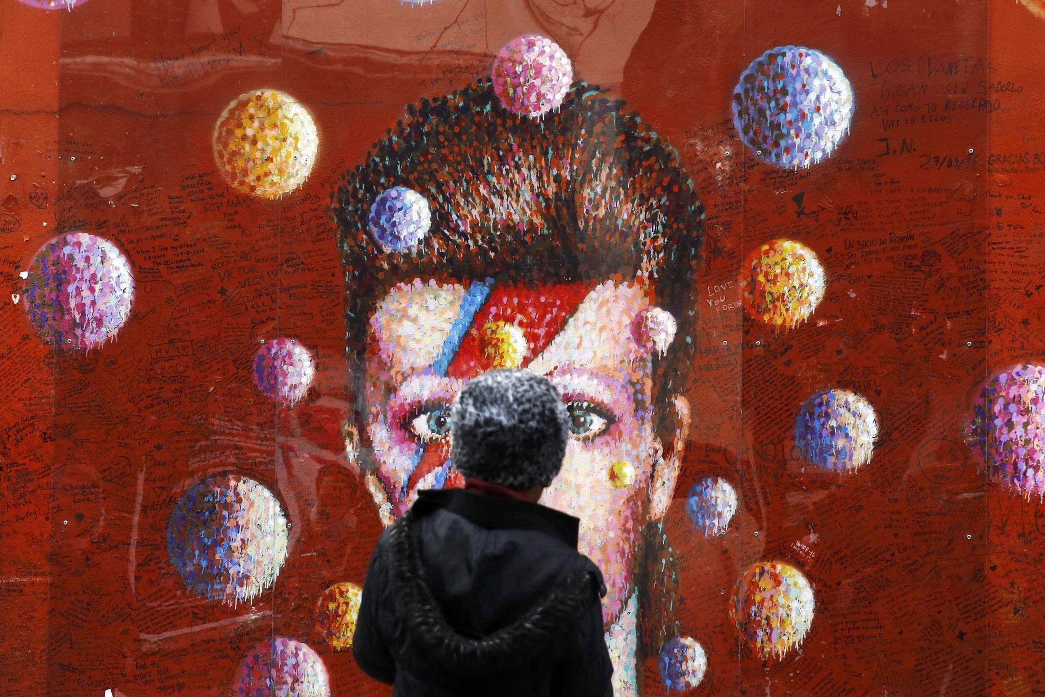PÚBLICO - David Bowie e Leonard Cohen nomeados para os Brit Awards
