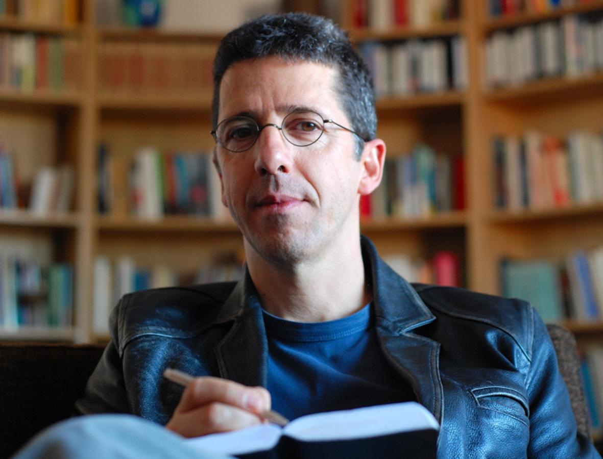 PÚBLICO - Ao desenhar um <i>puzzle</i> sobre o estado do mundo, Paulo Moura faz literatura