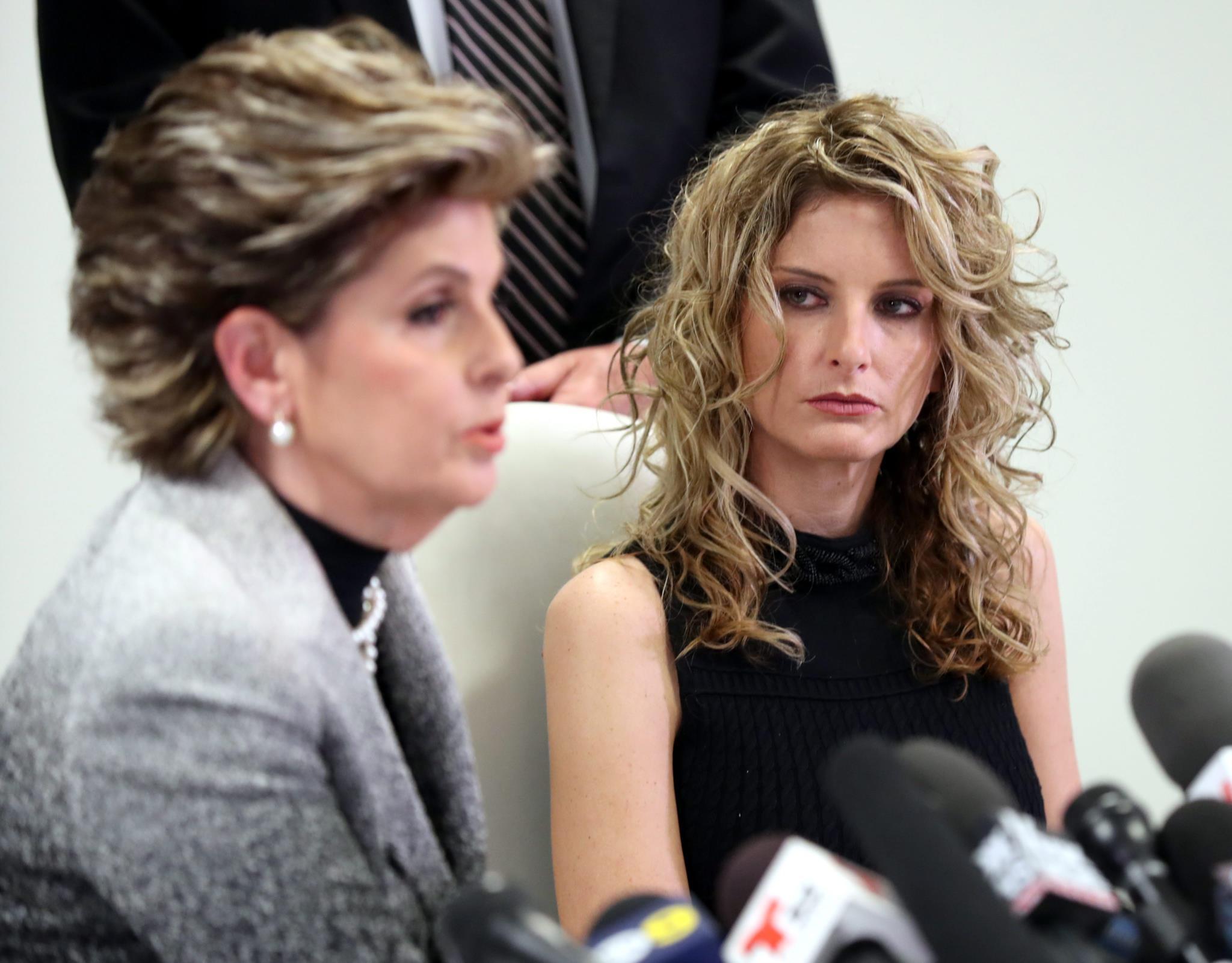 A antiga concorrente do programa Apprentice, aqui com a advogada, vai levar Trump a tribunal por difamação