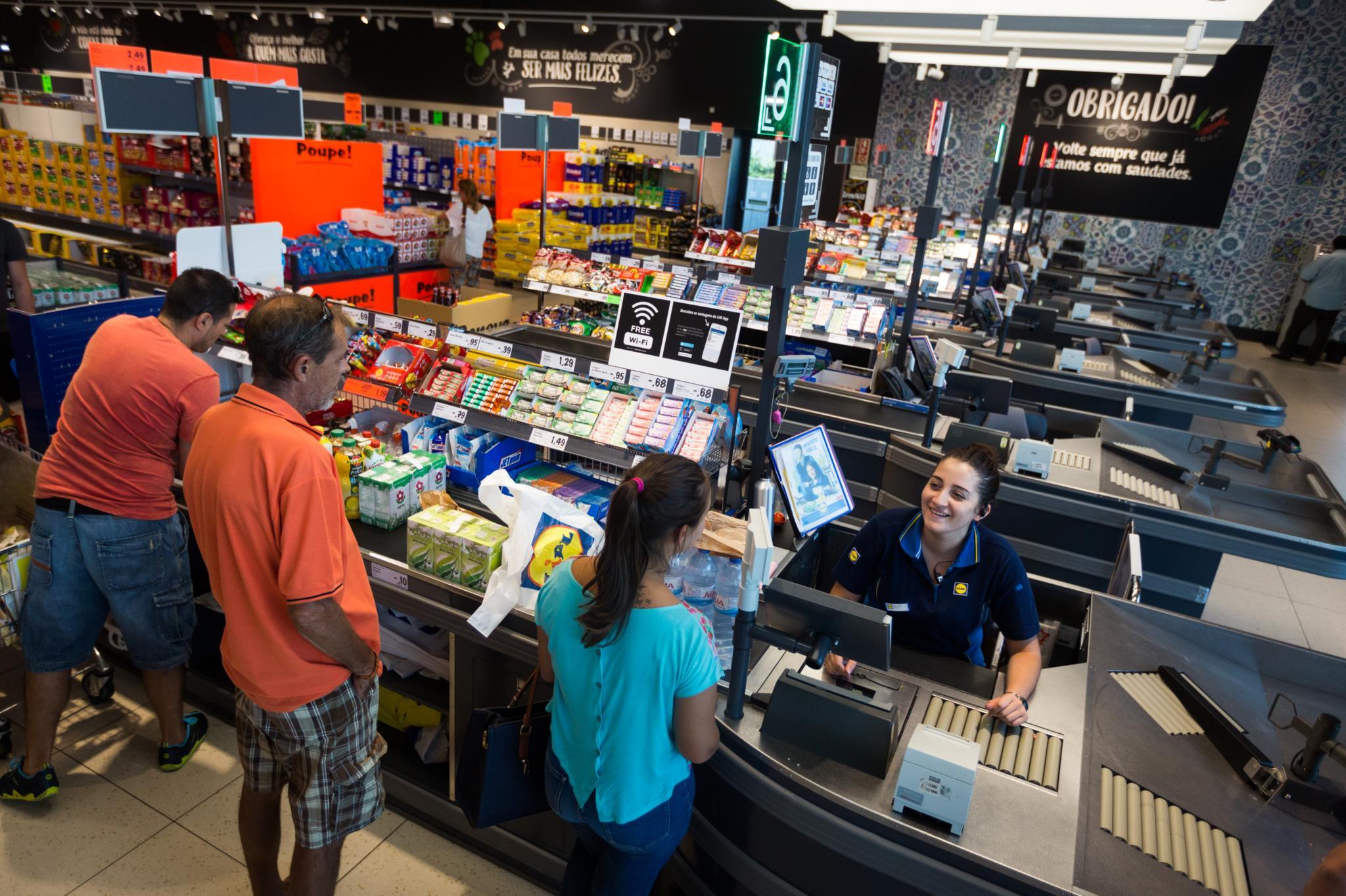 PÚBLICO - Economia terá crescido 1,3% em 2016, estima a Universidade Católica