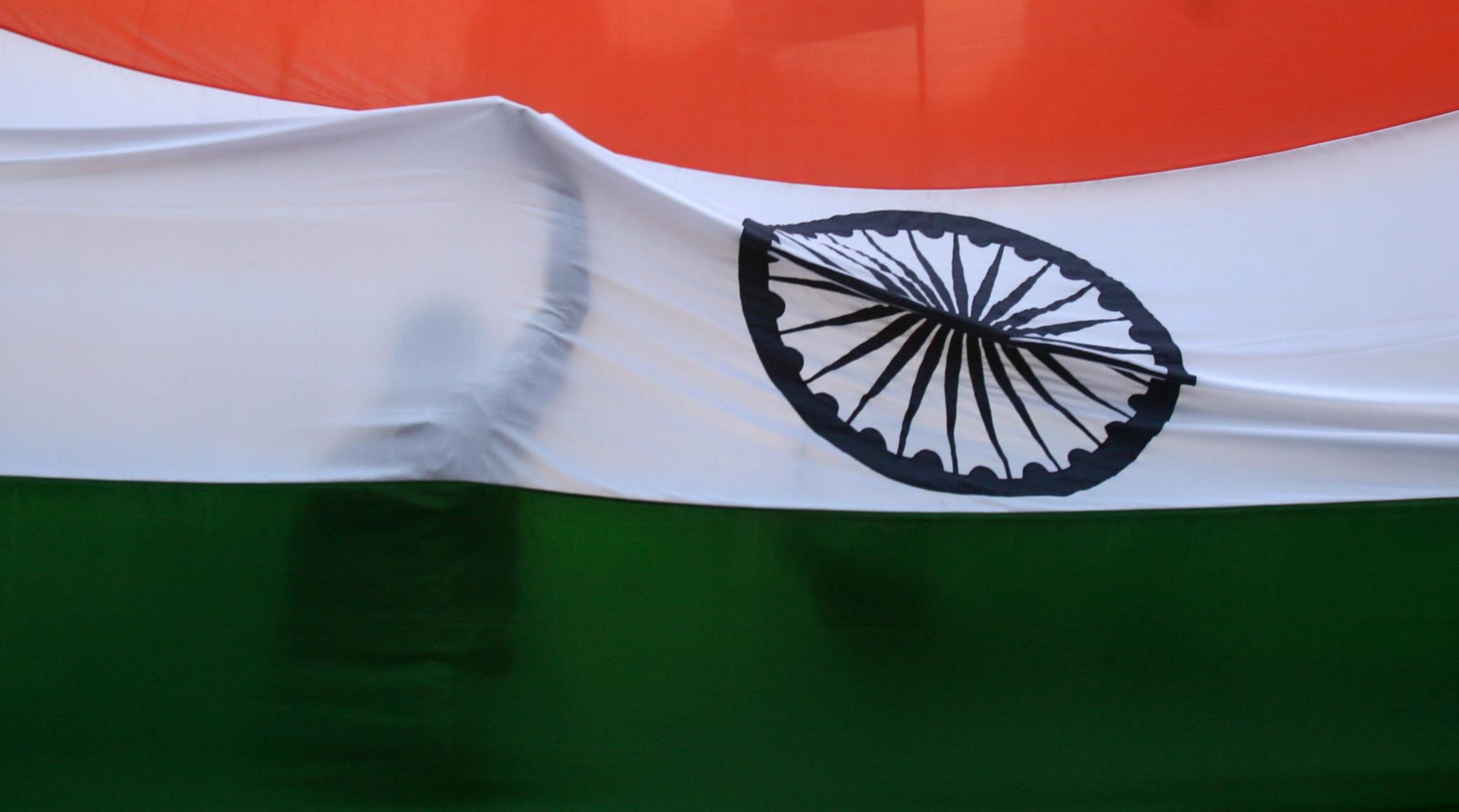 PÚBLICO - Colisão com autocarro escolar na Índia mata pelo menos 15 crianças
