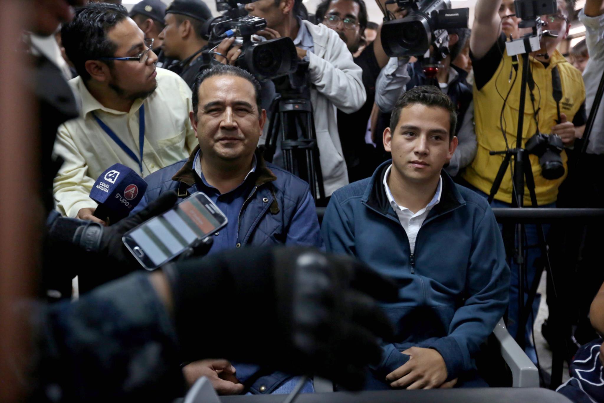 PÚBLICO - Filho e irmão do Presidente do Guatemala detidos por suspeitas de corrupção