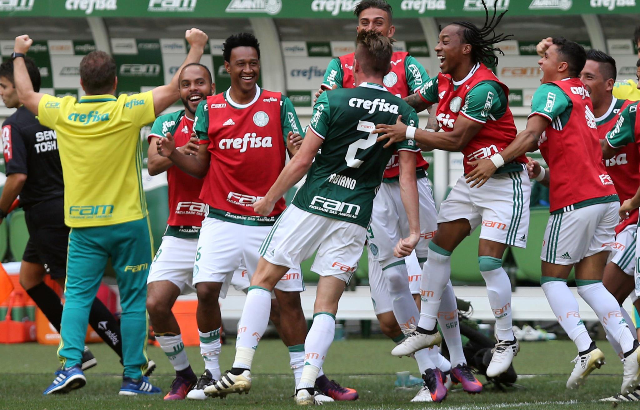 PÚBLICO - Futebol brasileiro chega à SIC Radical