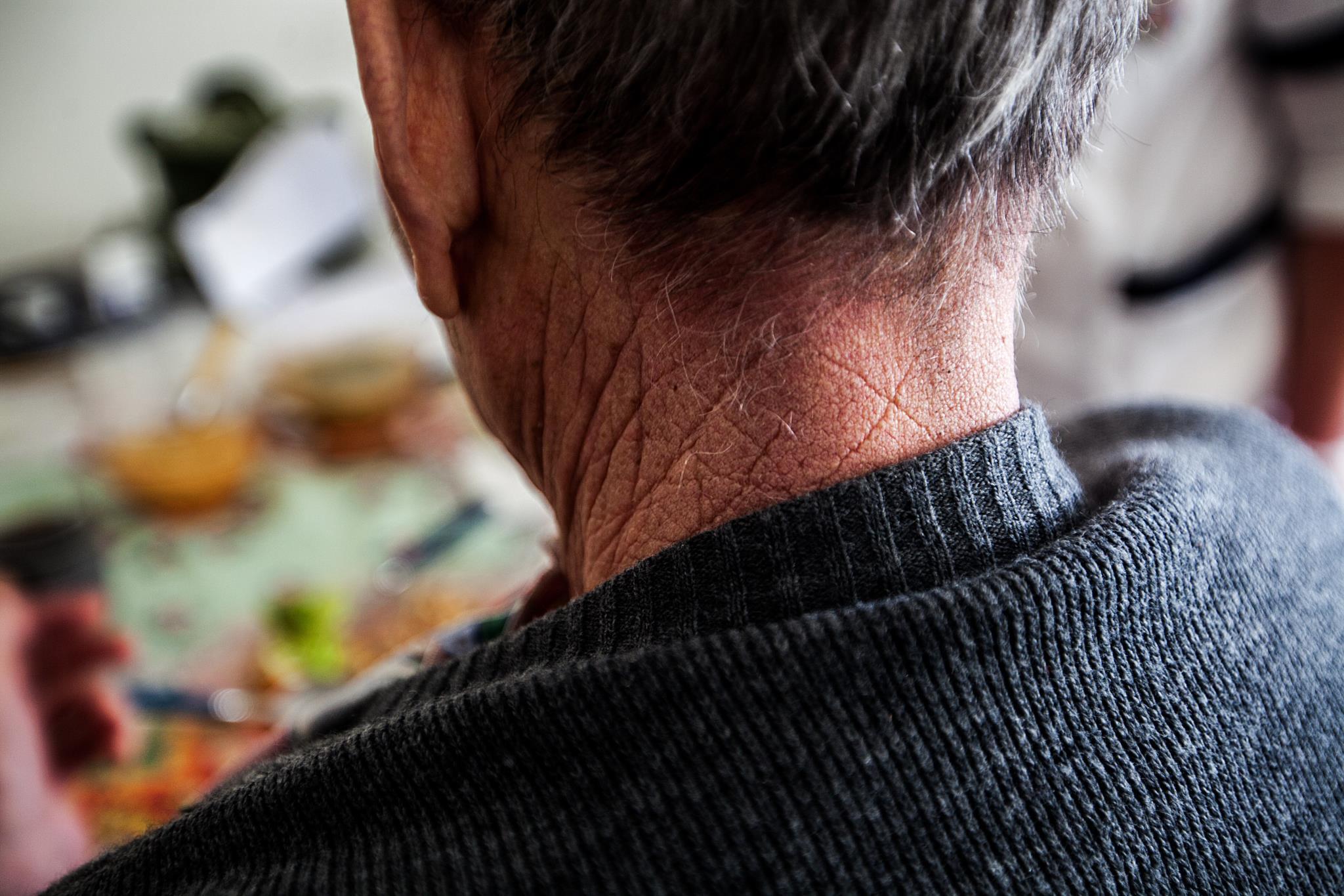 PÚBLICO - Licenciava lares de idosos a troco de cinco mil euros, suspeita PJ