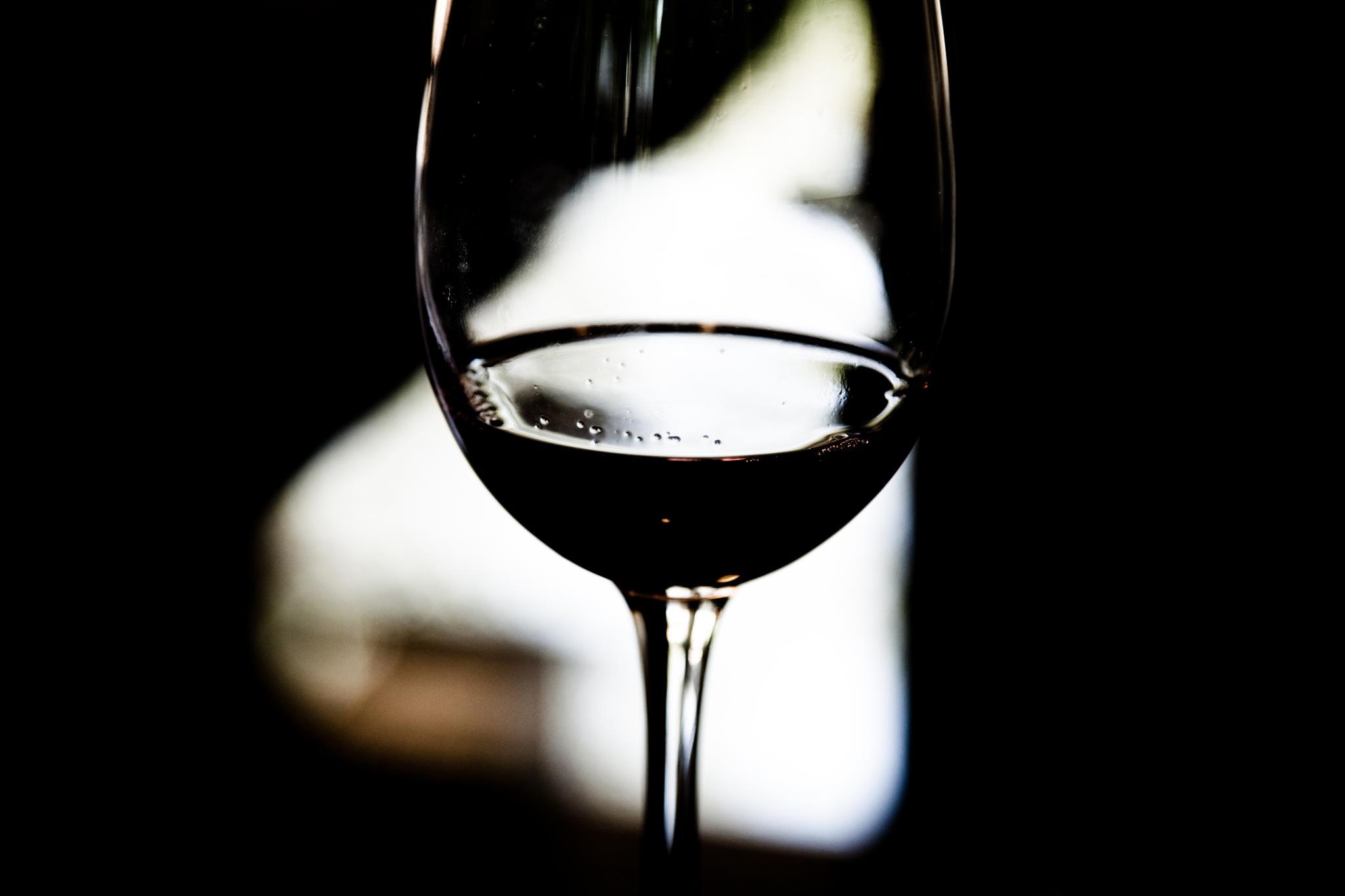 PÚBLICO - ASAE apreende 106 barris de vinho à pressão por venda fraudulenta