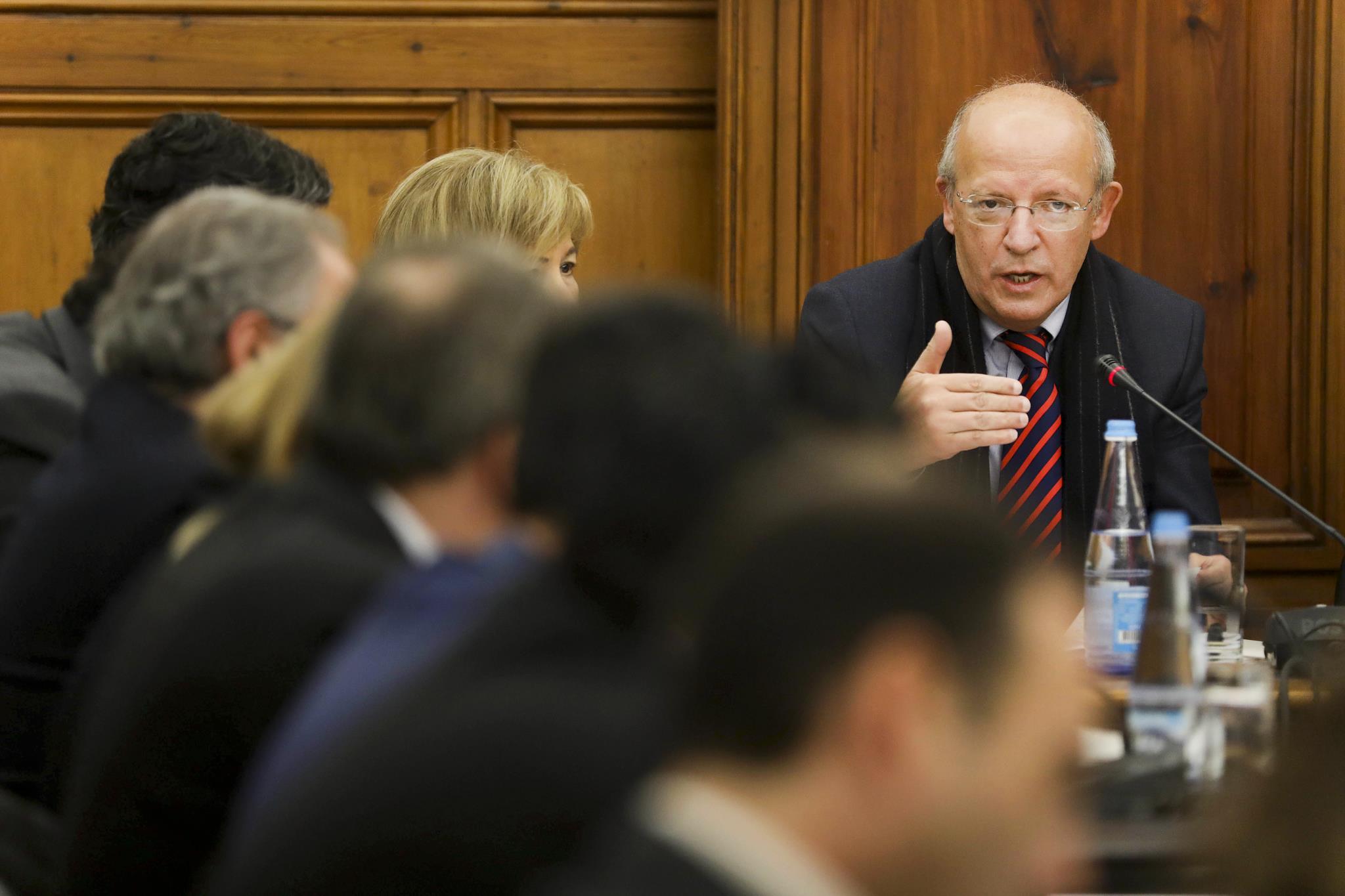 """PÚBLICO - Governo atraiu 800 milhões e quer """"nova escala na cooperação"""""""