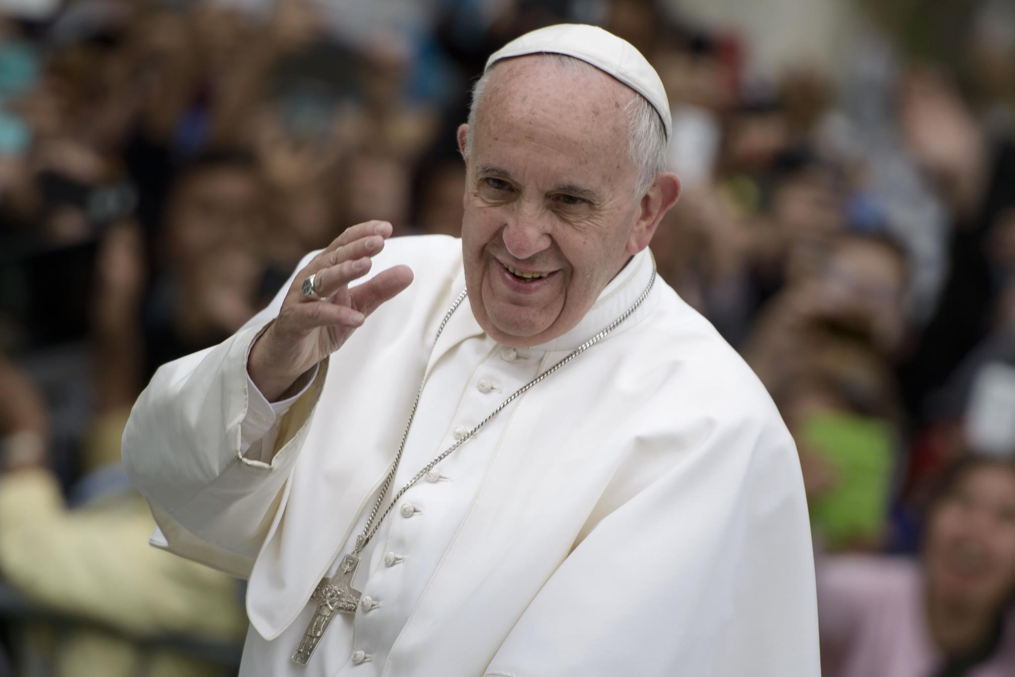 """PÚBLICO - Papa Francisco alerta para o perigo dos salvadores que nos defendem com """"muros"""""""