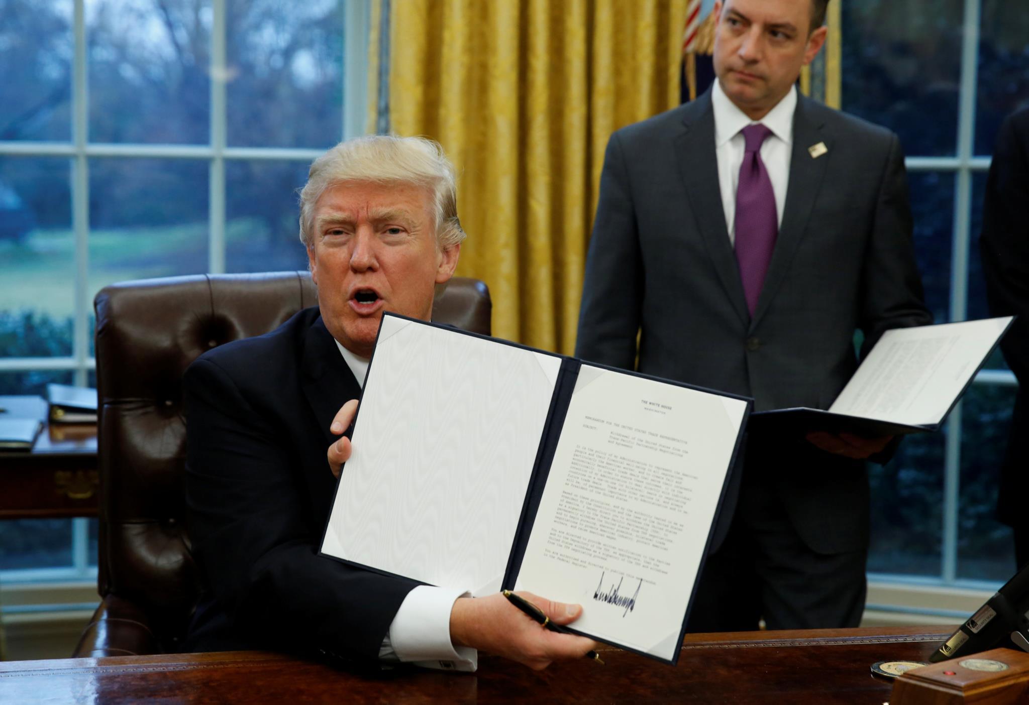 Trump assinou três decretos, esta segunda-feira