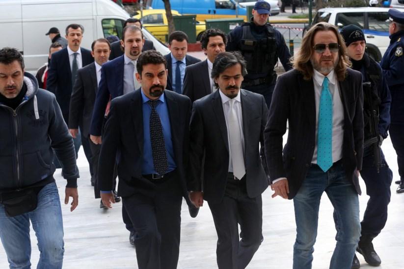 Os militares à chegada ao Supremo Tribunal grego, em Atenas