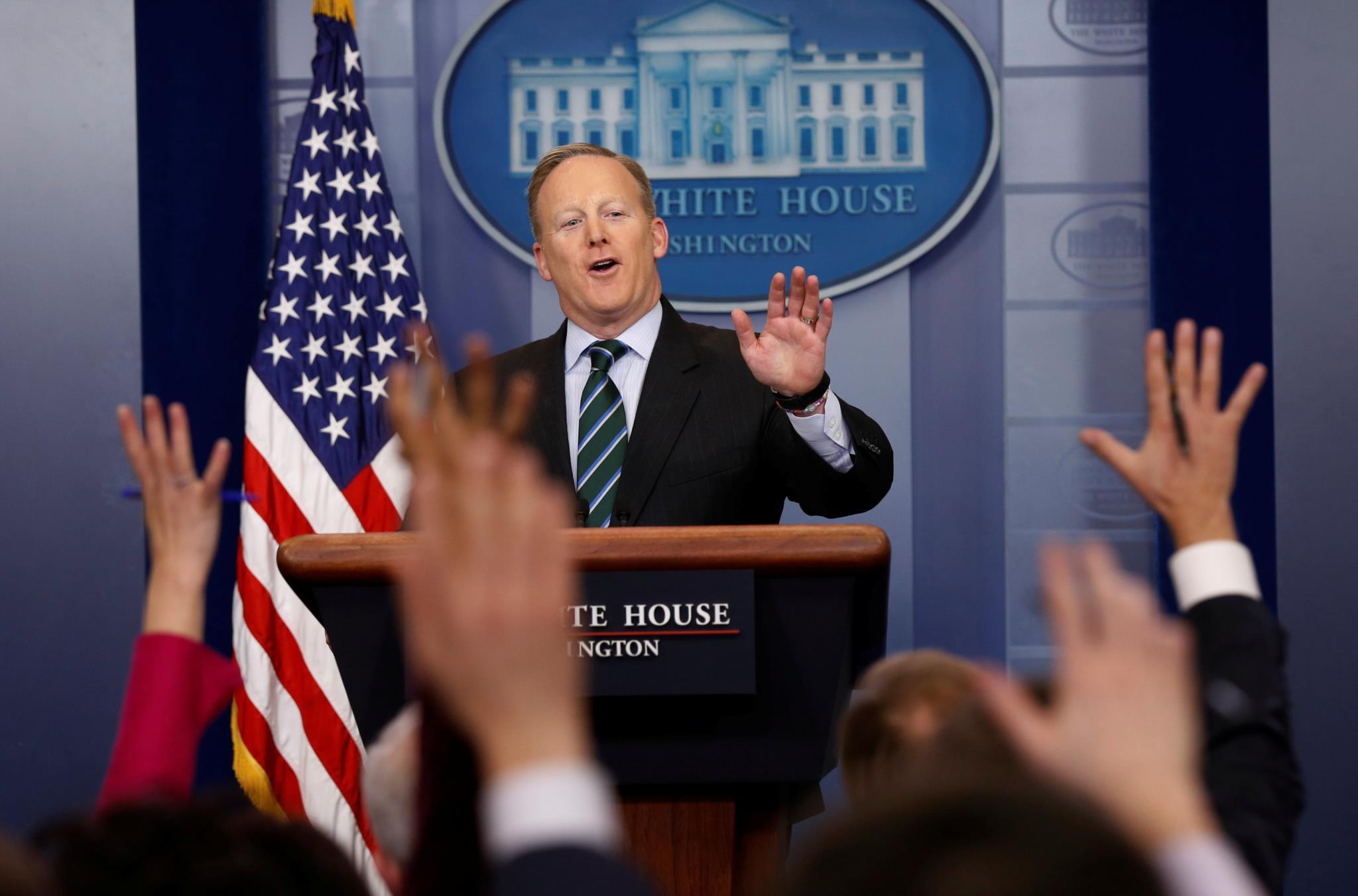 Sean Spicer anunciou a medida depois de o México ter cancelado o encontro, mas acabou por recuar horas depois
