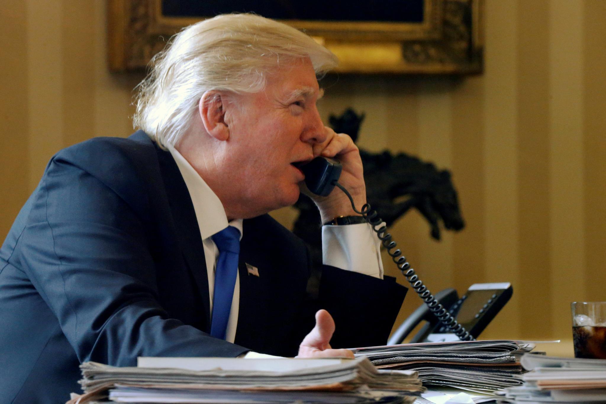 Donald Trump falou ao telefone com Vladimir Putin e outros líderes internacionais este sábado