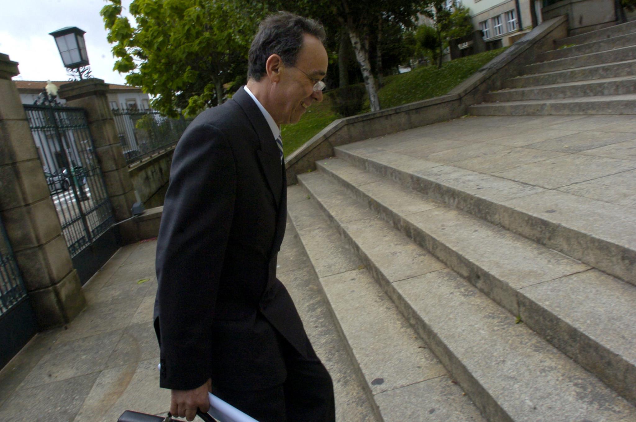 O professor em 2007 depois de ter sido suspenso