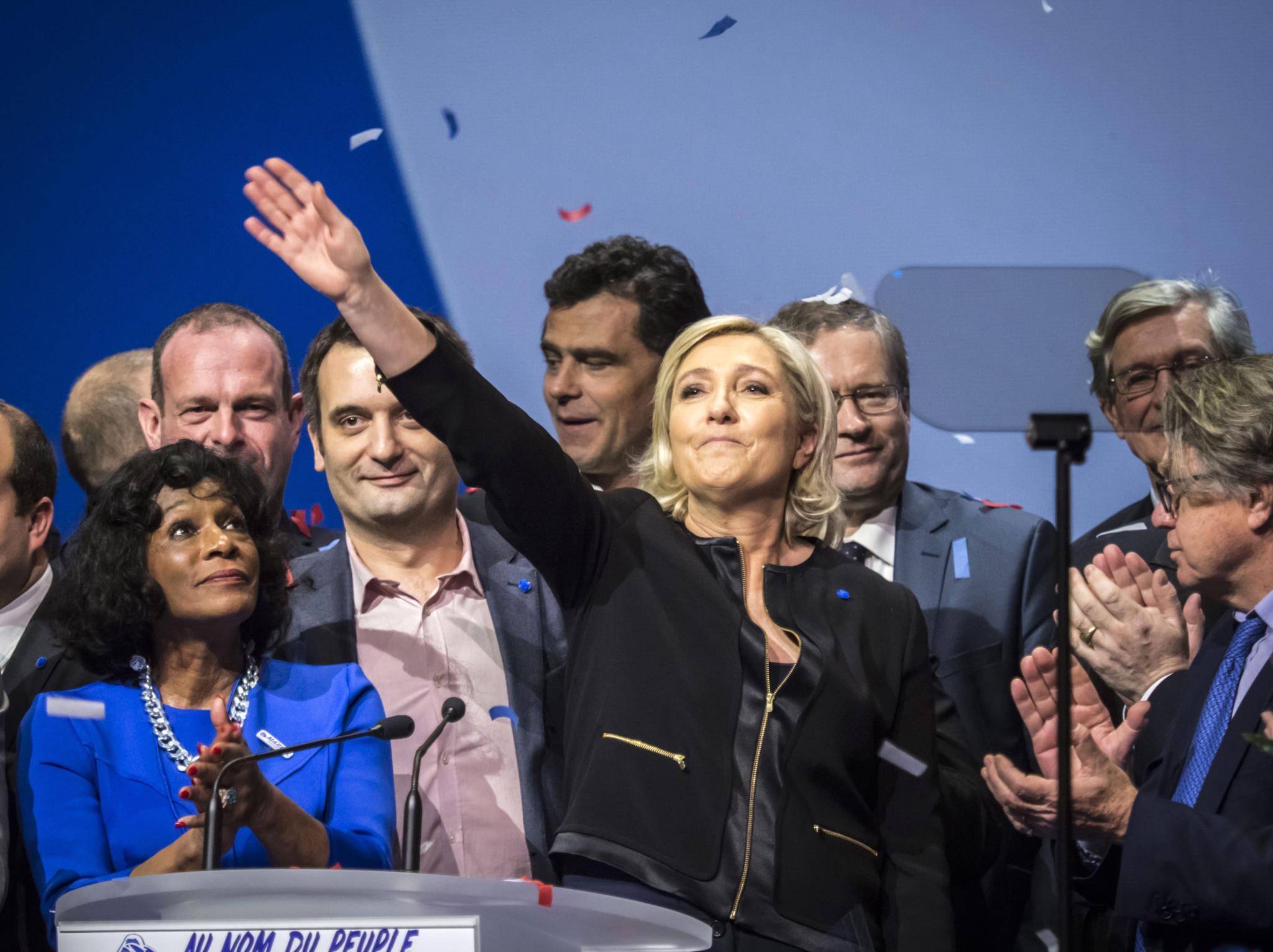 Governo francês suspeita que Rússia quer ajudar a eleger Le Pen