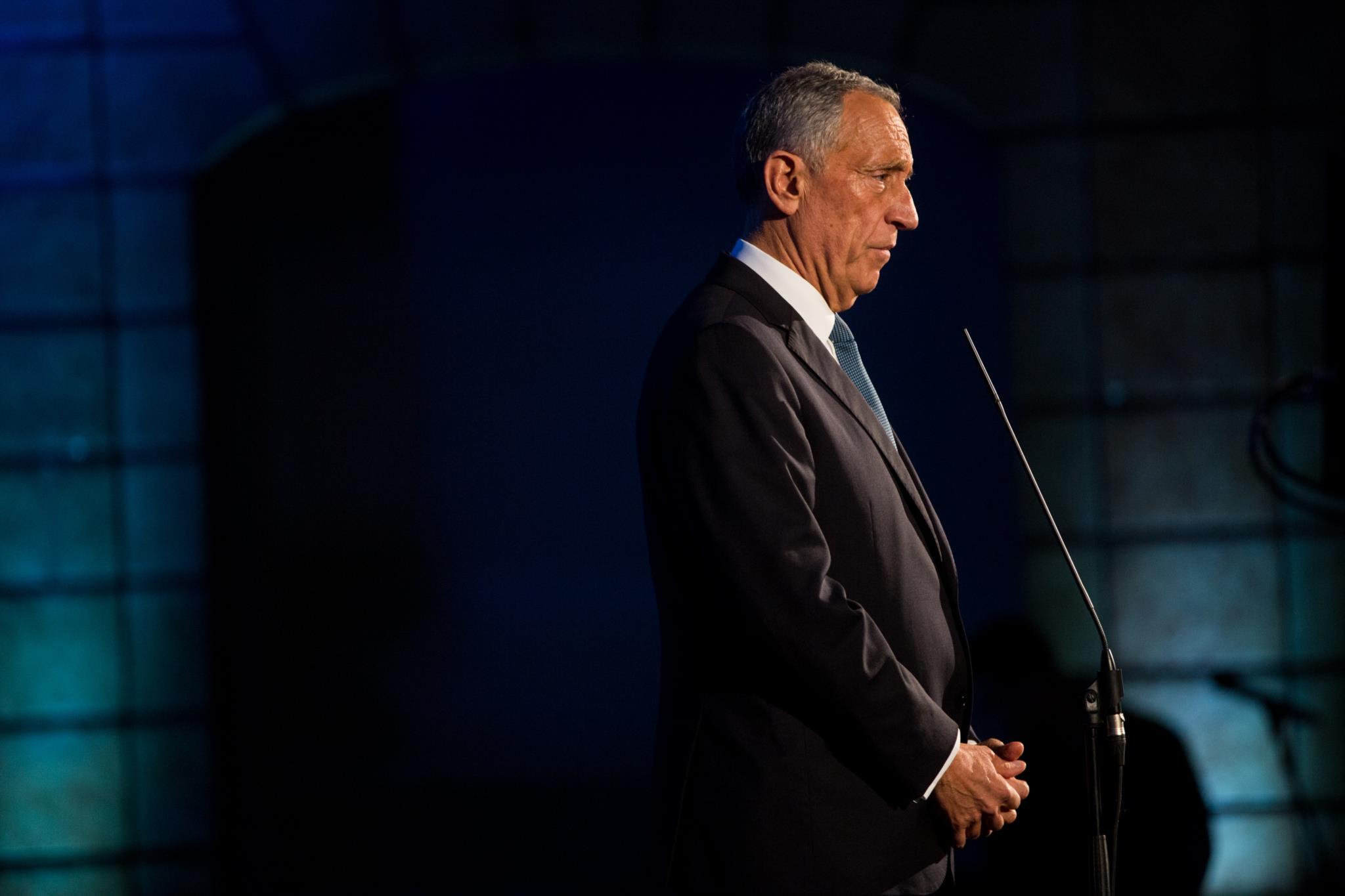 Declarações em defesa de Centeno viram direita contra Marcelo