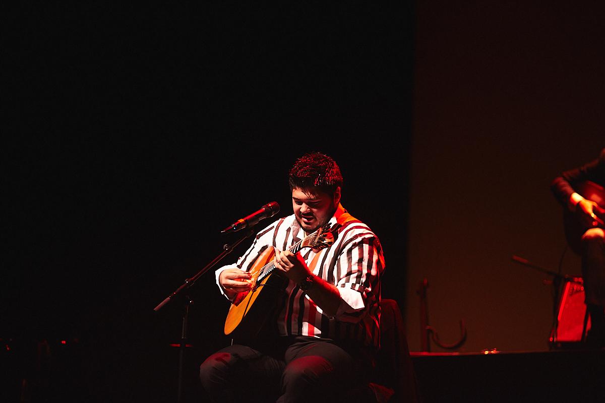 PÚBLICO - Ângelo, adulto na guitarra e ainda a crescer no resto