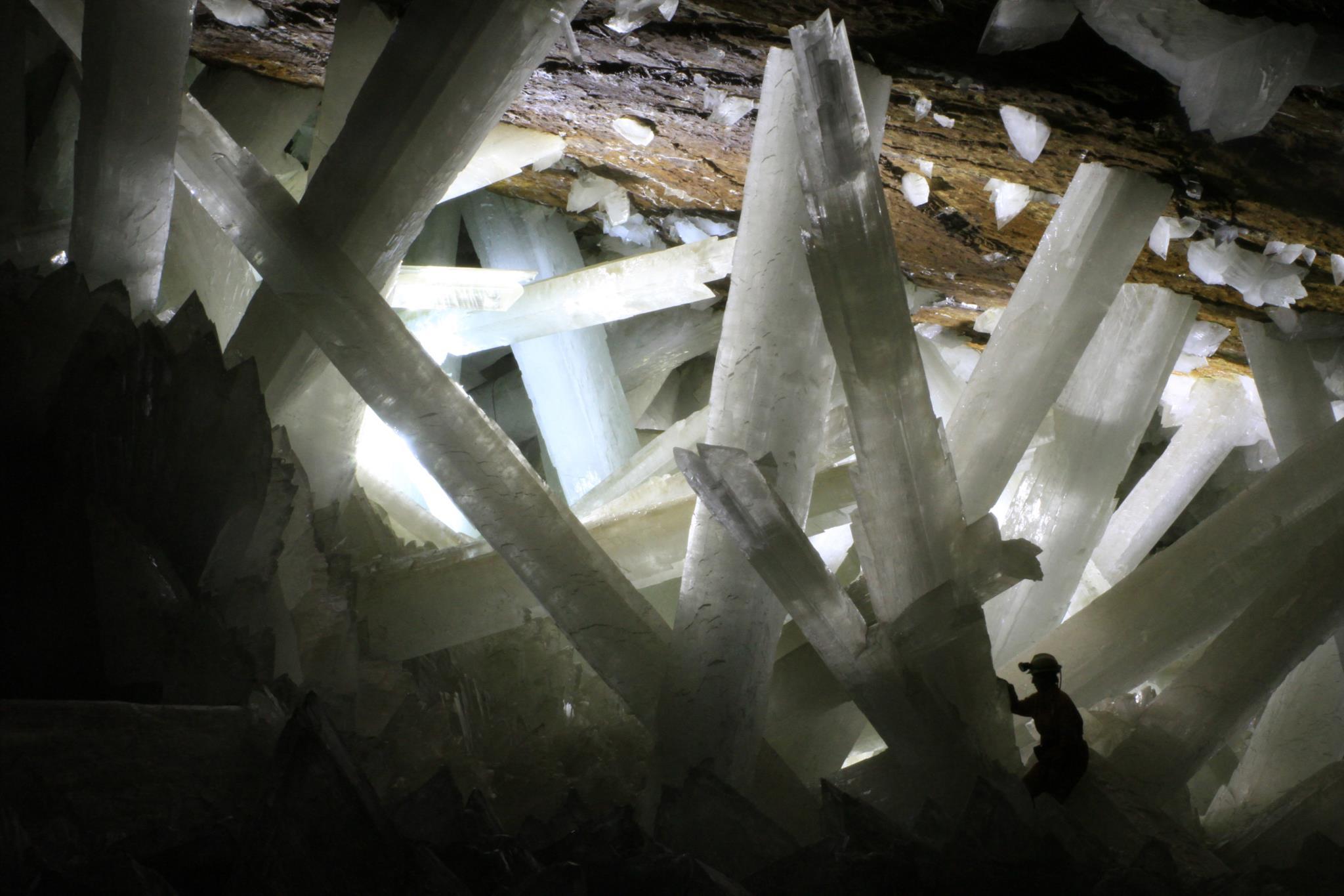 Os microorganismos foram encontrados em fluidos encapsulados nos cristais gigantes da gruta de Naica