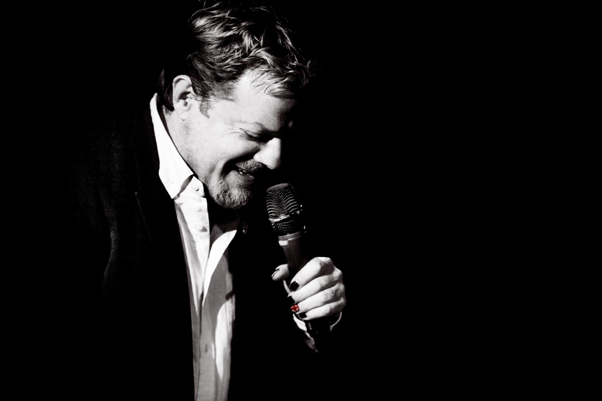 PÚBLICO - <i>Cake or death</i>: Eddie Izzard e o seu <i>stand-up</i> estreiam-se em Portugal