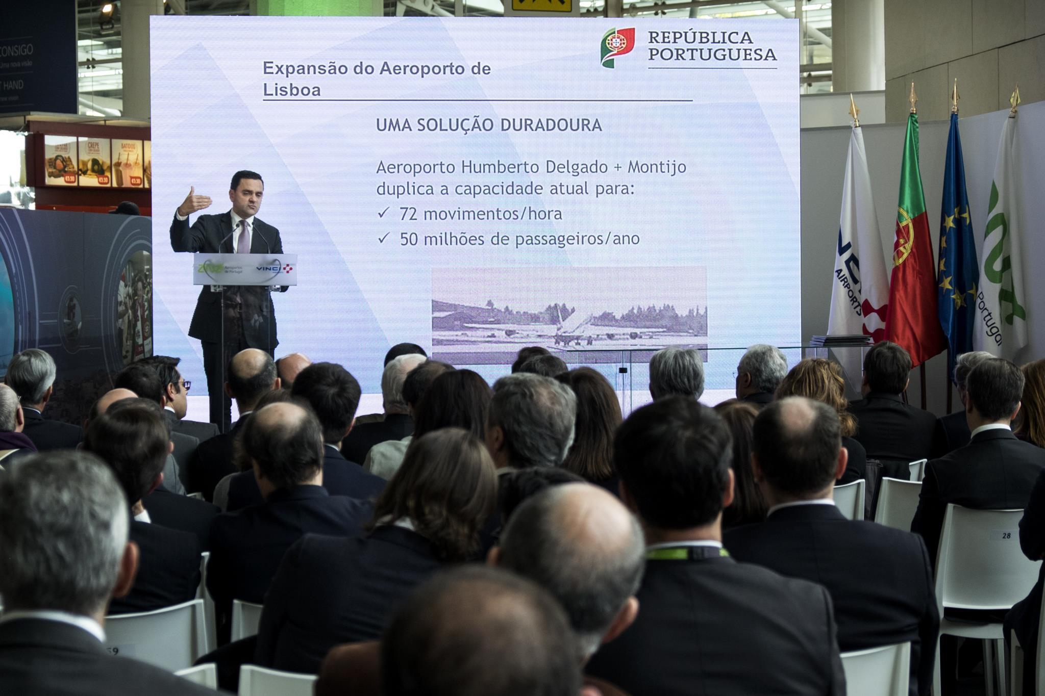 PÚBLICO - Montijo: estudo alerta para risco de dependência das <i>low cost</i>